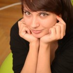 Corina Anghel - bloggeriţa care o să ne spună cum este să faci doar 2 flotări la început, şi după o lună să faci mult mai multe.