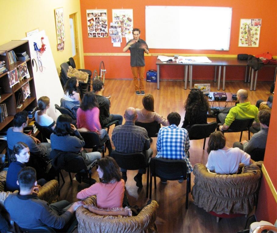 Organizăm workshopuri şi teambuilding-uri
