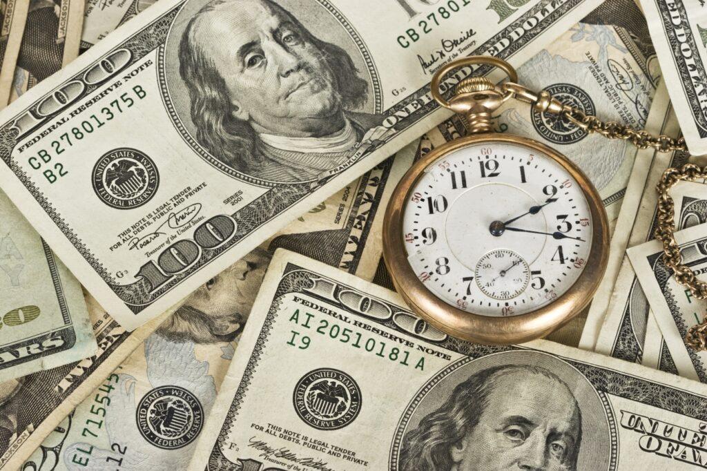 Avem două mari resurse: timpul și banii.