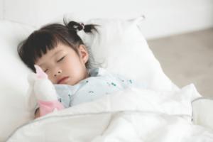 Cum poți să-ți îmbunătățești calitatea somnului